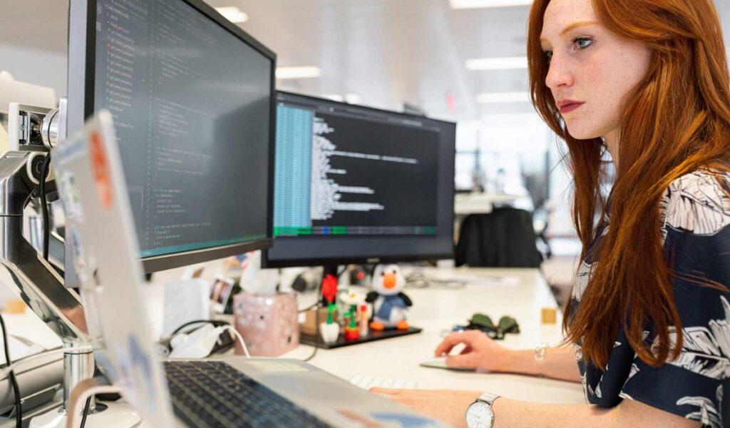 Teknologi Dibidang Usaha Yang Membantu Para Pekerja